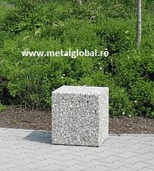 Bariera din beton de forma patrata